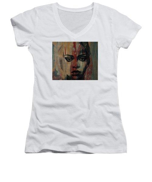 Rihanna - Diamonds Women's V-Neck T-Shirt