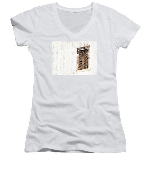 Finestra Rustica Women's V-Neck T-Shirt