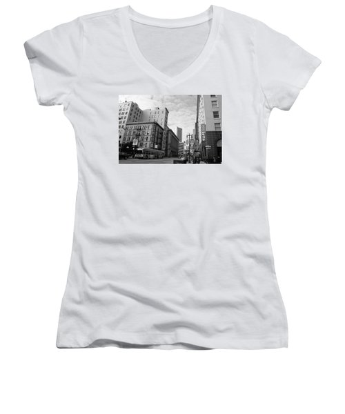 San Francisco - Jessie Street View - Black And White Women's V-Neck T-Shirt (Junior Cut) by Matt Harang