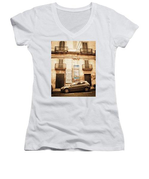 Segnali Stradali Women's V-Neck T-Shirt