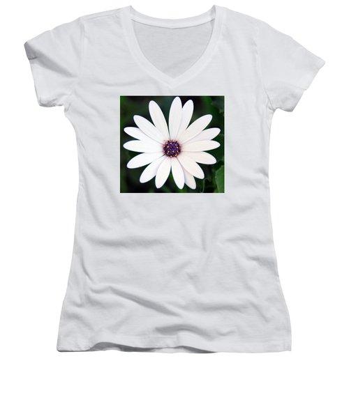 Single White Daisy Macro Women's V-Neck