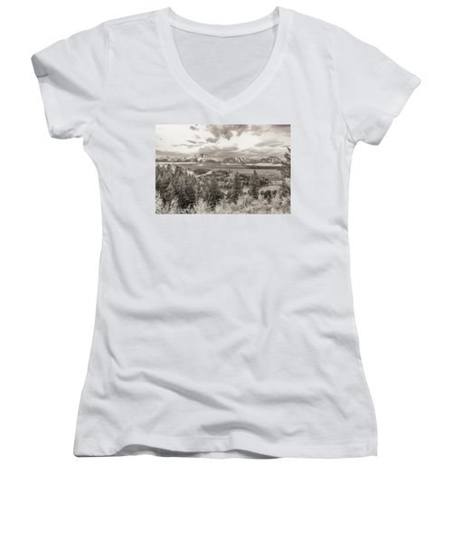 Snake River Overlook Grand Teton Women's V-Neck T-Shirt