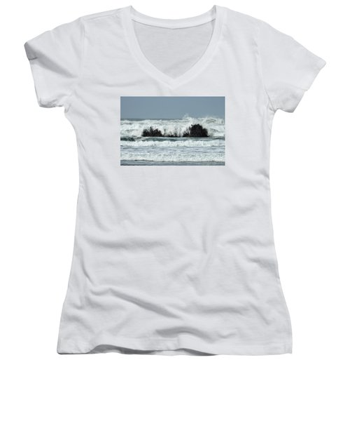 Women's V-Neck T-Shirt featuring the photograph Splash by Peggy Hughes