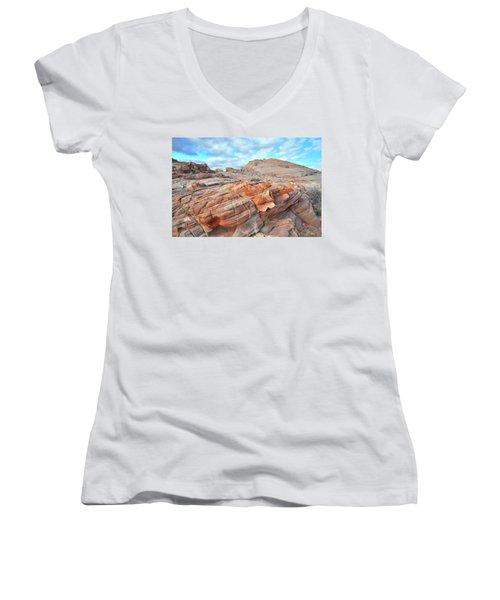 Sunrise On Sandstone In Valley Of Fire Women's V-Neck T-Shirt