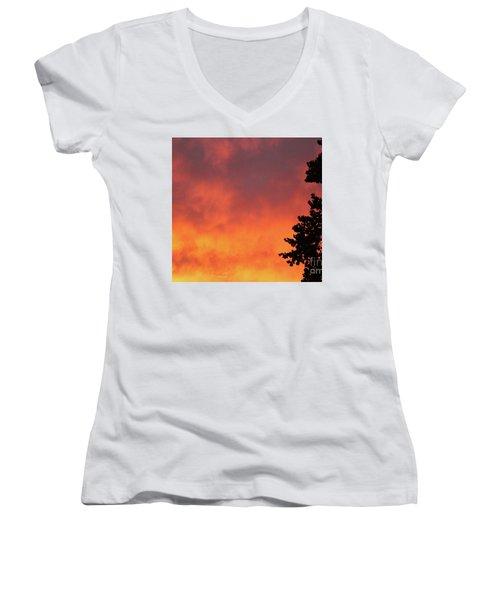 Sunset II Reno, Nevada Women's V-Neck T-Shirt (Junior Cut)
