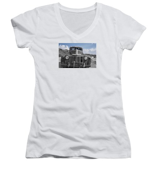 Women's V-Neck T-Shirt (Junior Cut) featuring the photograph The Boss by Annette Berglund