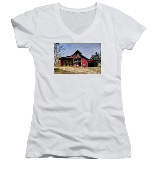 The New Barn Women's V-Neck (Athletic Fit)