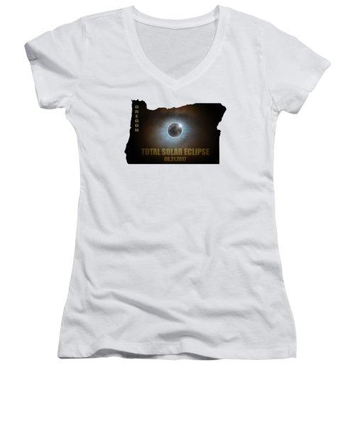 Total Solar Eclipse In Oregon Map Outline Women's V-Neck T-Shirt