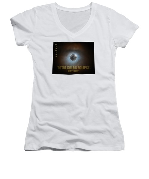 Total Solar Eclipse In Wyoming Map Outline Women's V-Neck T-Shirt