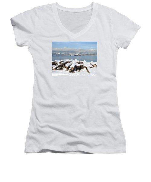 Vancouver Winter Women's V-Neck T-Shirt