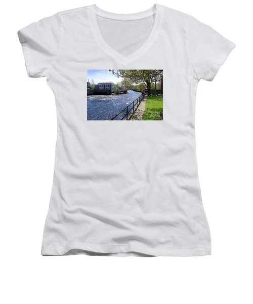 Winding River Women's V-Neck
