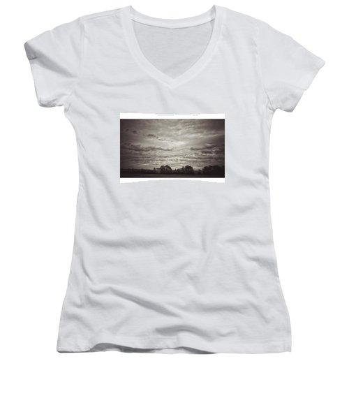 Wolken über Mir  #wolken #cloudscape Women's V-Neck T-Shirt