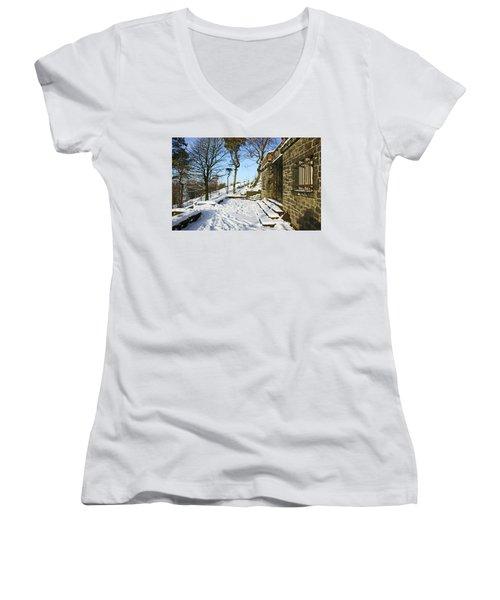 30/01/19  Rivington. Summerhouse In The Snow. Women's V-Neck