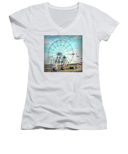 Coney Island Wonder Wheel Ny Women's V-Neck