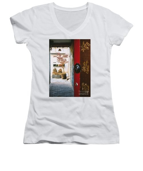 Fangija Hutong In Beijing Women's V-Neck