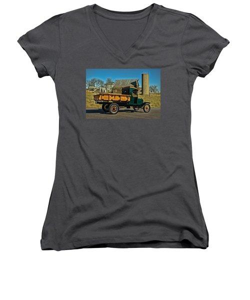 1923 Ford Model Tt One Ton Truck Women's V-Neck T-Shirt