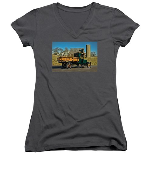 1923 Ford Model Tt One Ton Truck Women's V-Neck T-Shirt