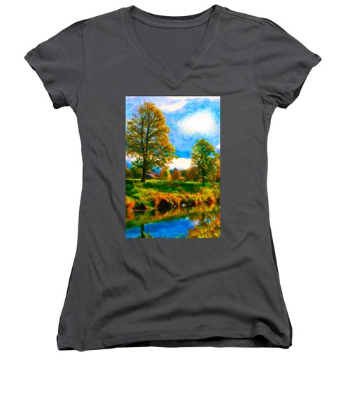 Canal 2 Women's V-Neck