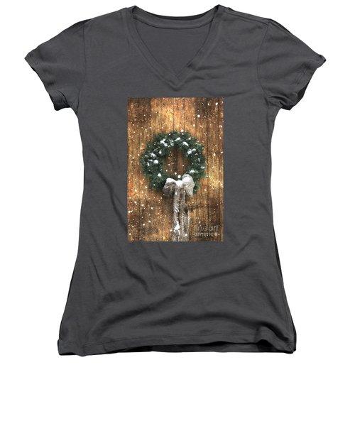 A Country Christmas Women's V-Neck T-Shirt