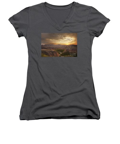 A Good Sunrise In The Badlands Women's V-Neck T-Shirt