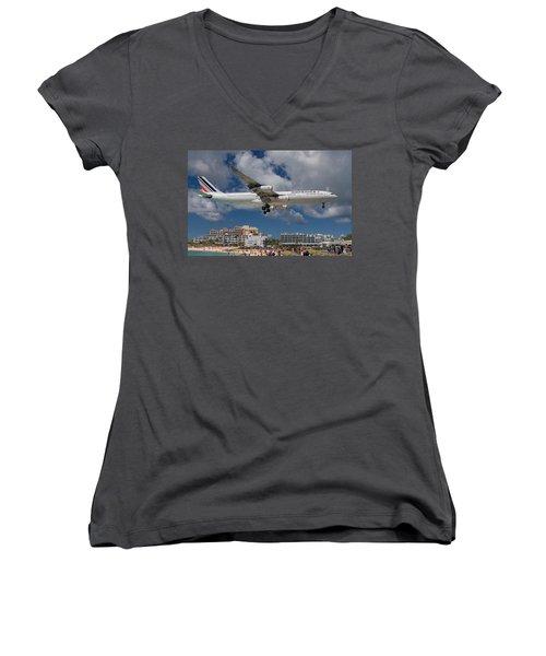 Air France Landing At St. Maarten Women's V-Neck T-Shirt (Junior Cut) by David Gleeson