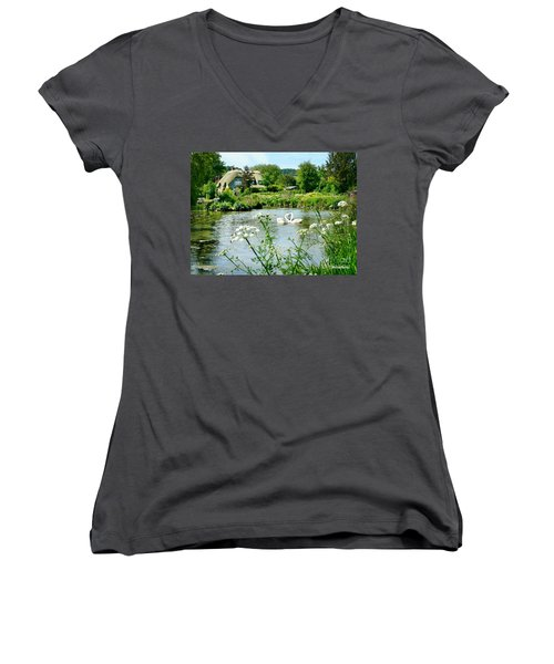 An English Cottage Women's V-Neck