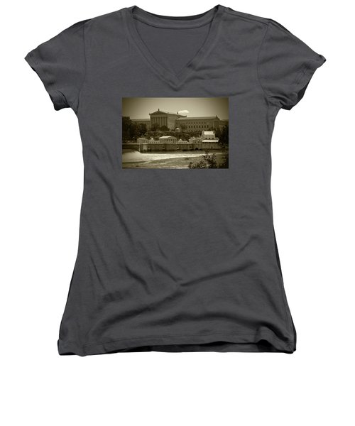 Art Museum And Fairmount Waterworks - Bw Women's V-Neck T-Shirt