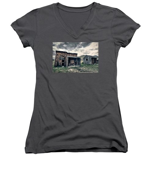Bannack Carriage House Women's V-Neck T-Shirt