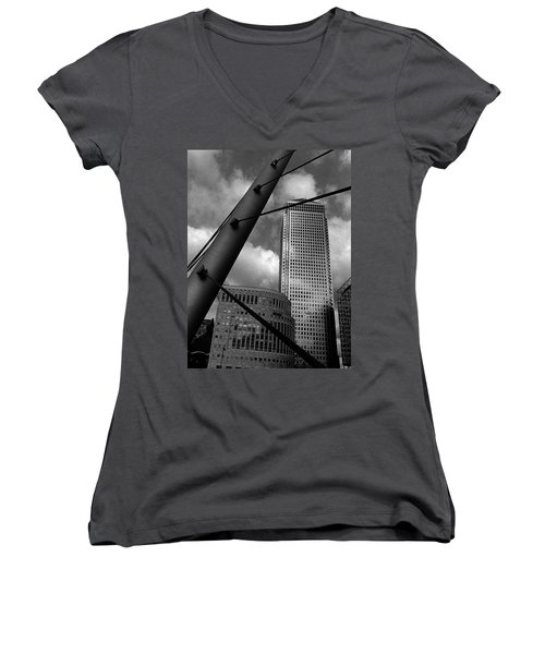 Canary Wharf London Women's V-Neck (Athletic Fit)