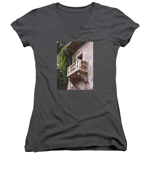 Casa Di Giulietta Women's V-Neck (Athletic Fit)