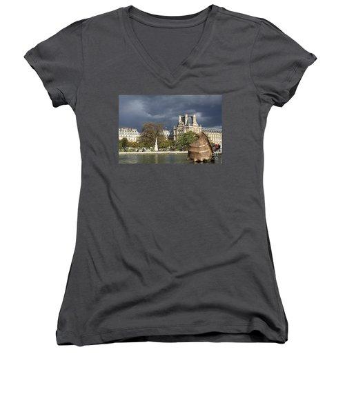 Coquillage Women's V-Neck T-Shirt