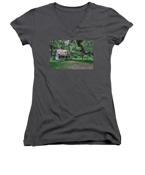 Daufuskie Homestead Women's V-Neck T-Shirt (Junior Cut)