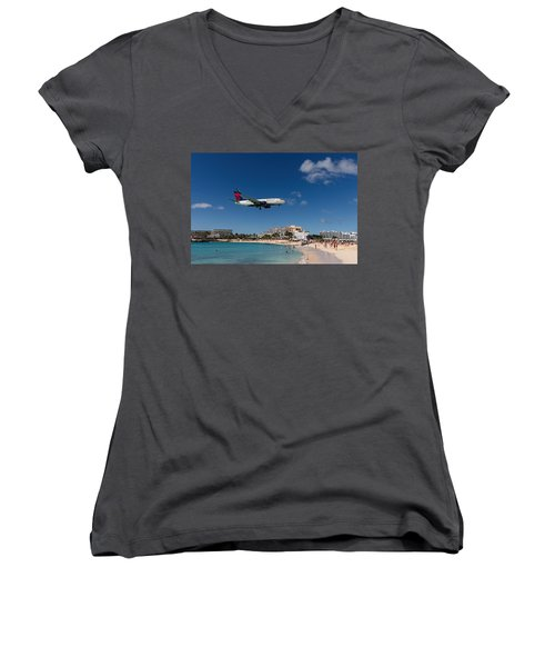Delta 737 St. Maarten Landing Women's V-Neck T-Shirt (Junior Cut) by David Gleeson