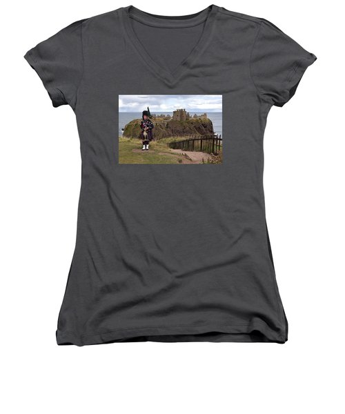 Dunnottar Piper Women's V-Neck T-Shirt