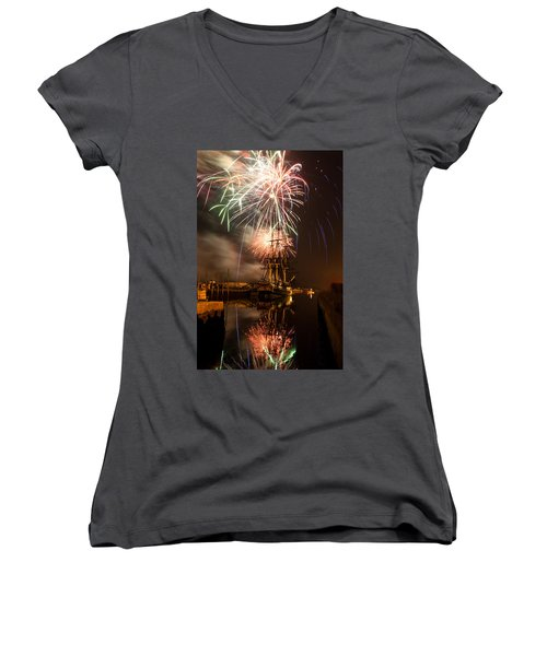 Fireworks Exploding Over Salem's Friendship Women's V-Neck T-Shirt (Junior Cut) by Jeff Folger