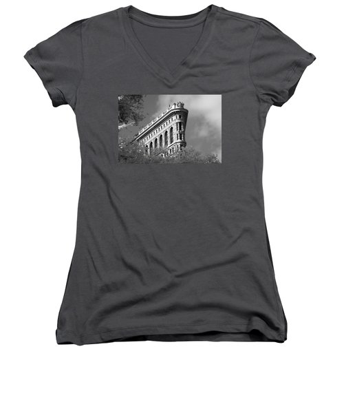 New York City - Flat Iron Prow Women's V-Neck