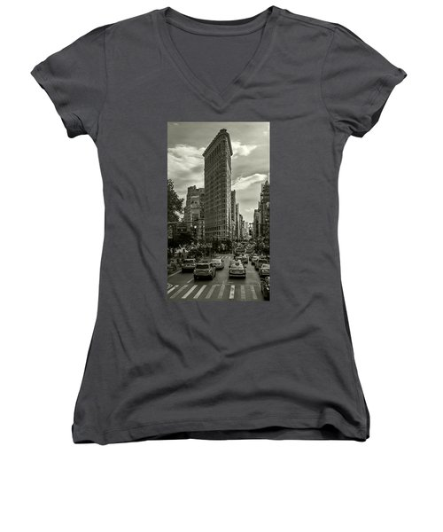 Flatiron Building - Black And White Women's V-Neck T-Shirt