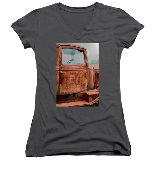 Women's V-Neck T-Shirt (Junior Cut) featuring the photograph Hop In by Lynn Sprowl