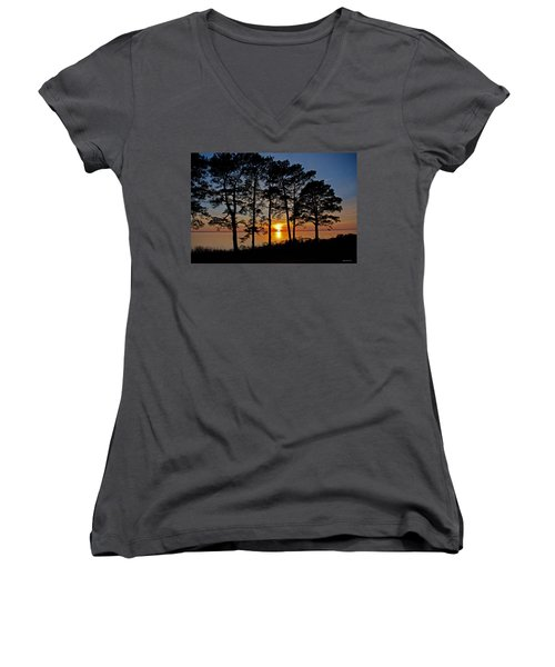 James River Sunset Women's V-Neck T-Shirt