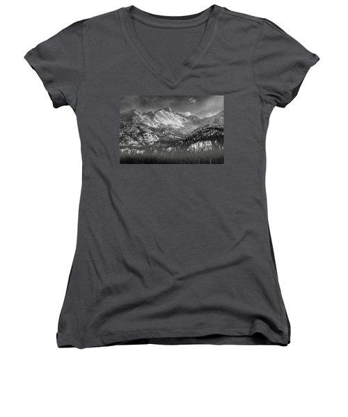 Longs Peak Rocky Mountain National Park Black And White Women's V-Neck T-Shirt