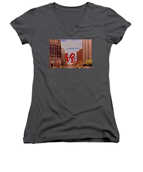 Love Sculpture - Philadelphia - 2 Women's V-Neck T-Shirt