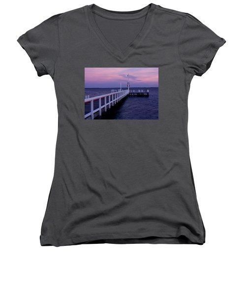 Manns Beach Jetty Women's V-Neck T-Shirt (Junior Cut)