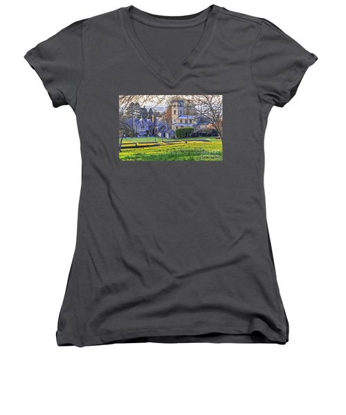 Manor House Women's V-Neck T-Shirt