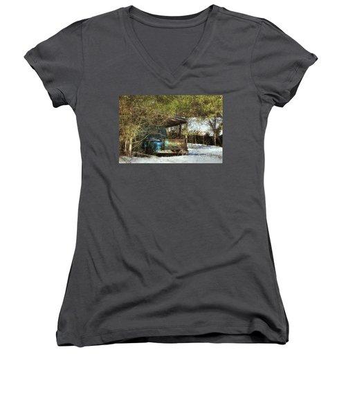 Old Blue Tucked Away Women's V-Neck T-Shirt