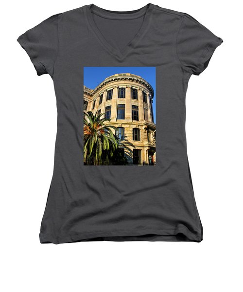 Old Courthouse-new Orleans Women's V-Neck T-Shirt