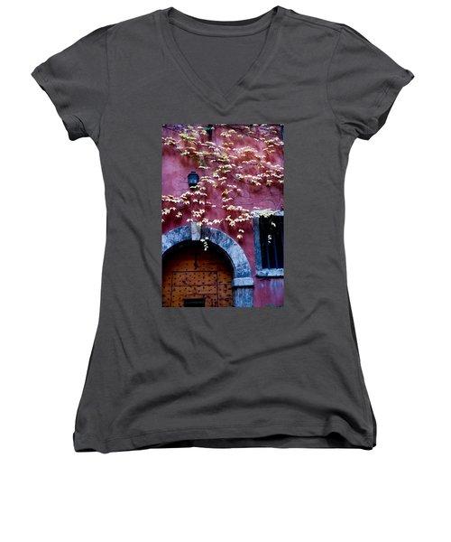Paroisse Orthodoxe Women's V-Neck T-Shirt