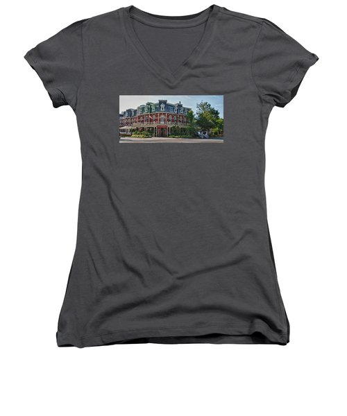 Prince Of Wales Hotel 9000 Women's V-Neck (Athletic Fit)