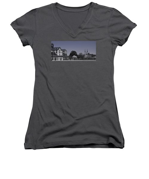 Roanoke Virginia Springtime Cityscape Bw Women's V-Neck