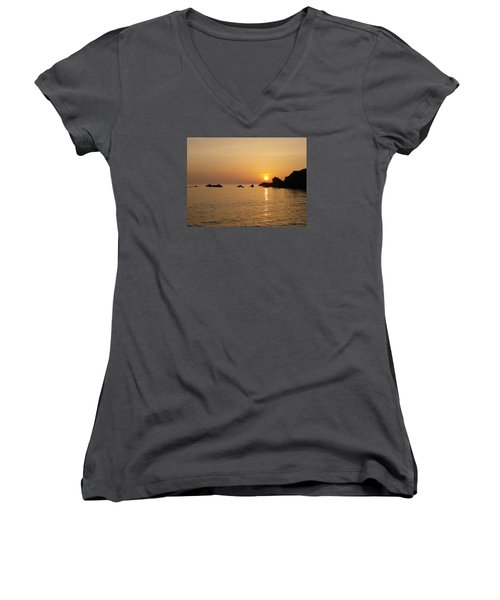 Sunset Crooklets Beach Bude Cornwall Women's V-Neck T-Shirt (Junior Cut) by Richard Brookes
