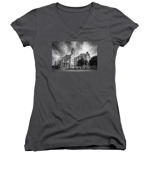 Tarrant County Courthouse Bw Women's V-Neck